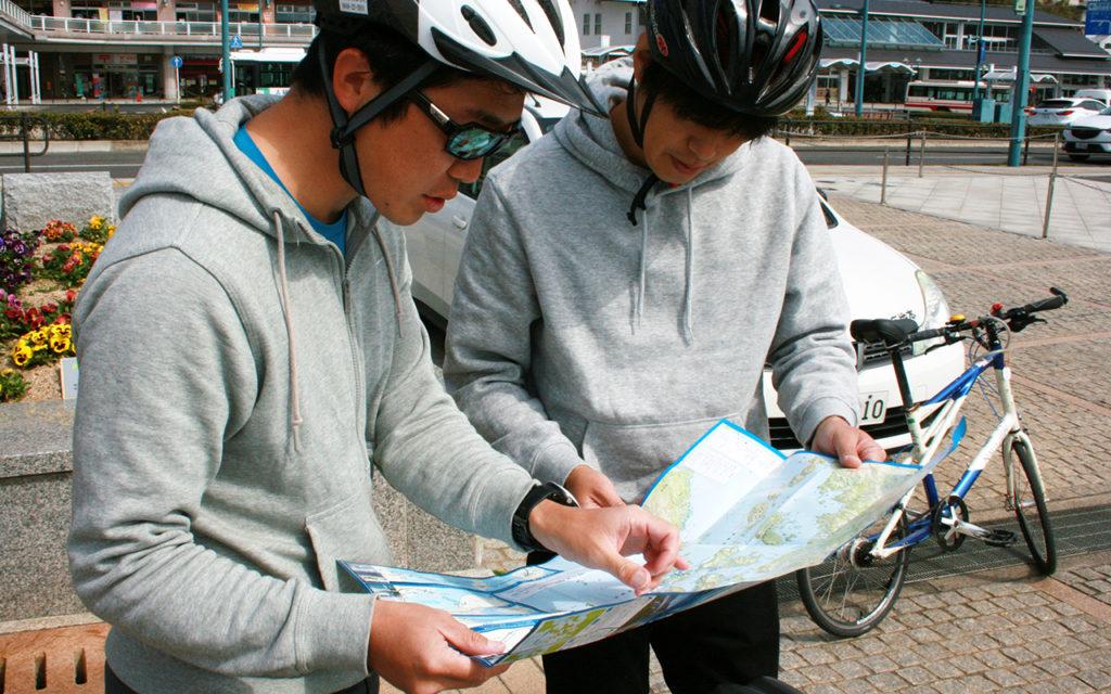 自転車をかりてフェリーを待つまでの間にルートをチェック