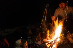 夜は呑みながら焚き火をして釣り談義です。