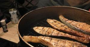 スモークした鮭の切り身。これは今までで一番旨い燻製でした。
