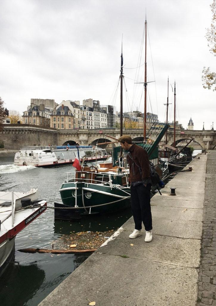 街のど真ん中セーヌの船着き場