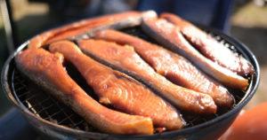 鮭の燻製。これ絶対美味いやつや・・・