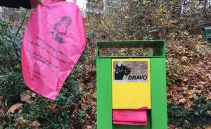 散歩道に設けられたゴミ箱。わんちゃんの排泄物用らしきものなんですが…かわいい。