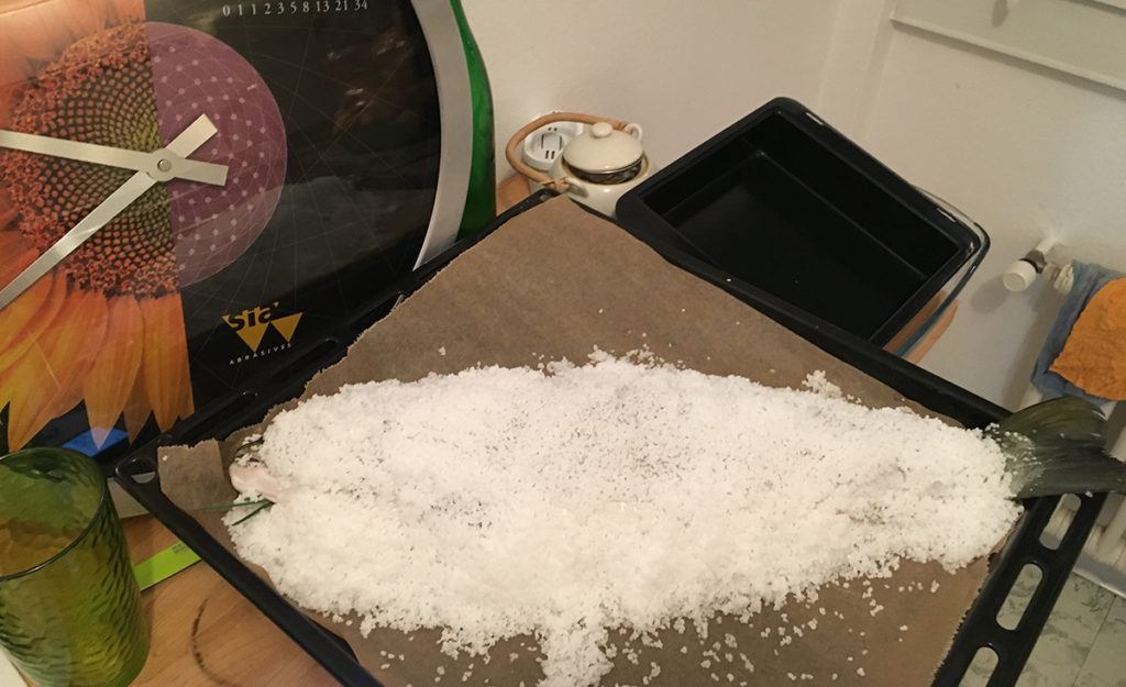 トラウトの塩釜焼き。作り方を聞いたけど固め方が僕の知っている方法とは少し違った。