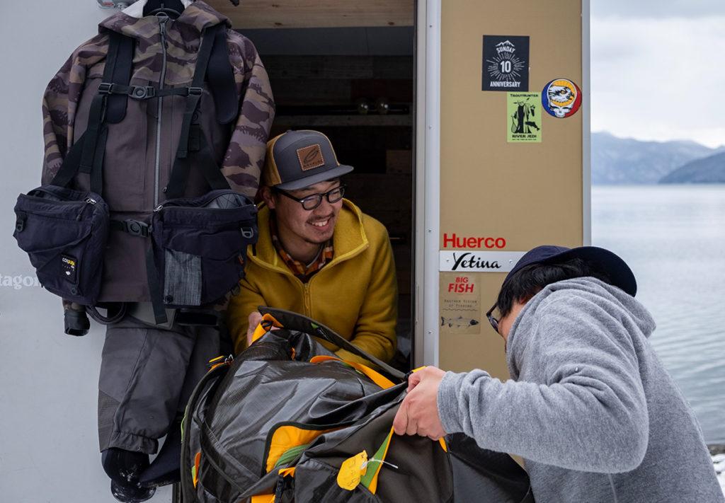荷物もたくさん積めるし、濡れたウェーダーなどはベッドの下に分けて収納できた