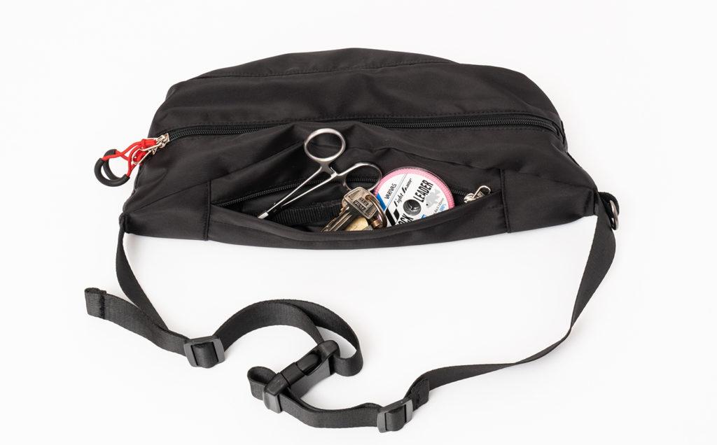 Huerco トラベルウエストバッグⅡ 背面の小物用ポケット