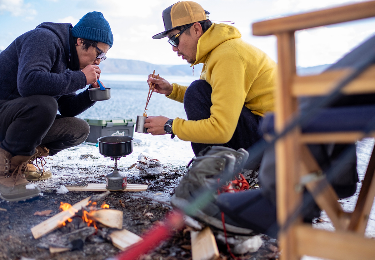 大自然で食べるラーメンはモンゴルを思い出す。そう言えば今回一緒に旅をした牟田口くんは、去年一緒に秋のモンゴルを旅したのでした