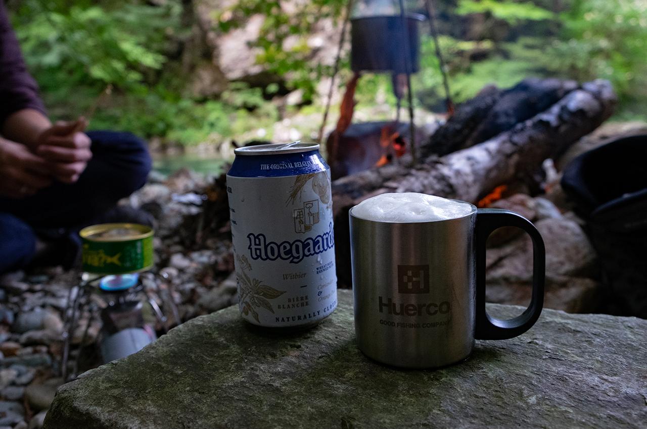 晩ご飯の支度をしながら乾杯。明るい時間からのビールは最高!
